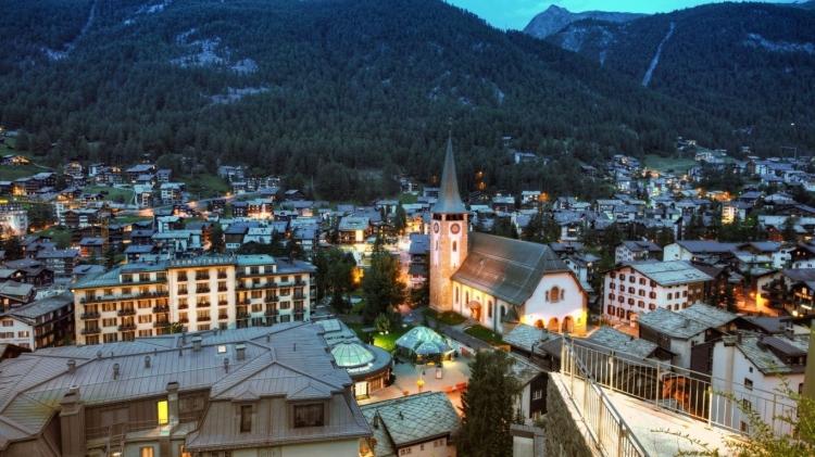 zermatt_switzerland_mountains_buildings_houses_church_landscape_panorama_58731_1366x768